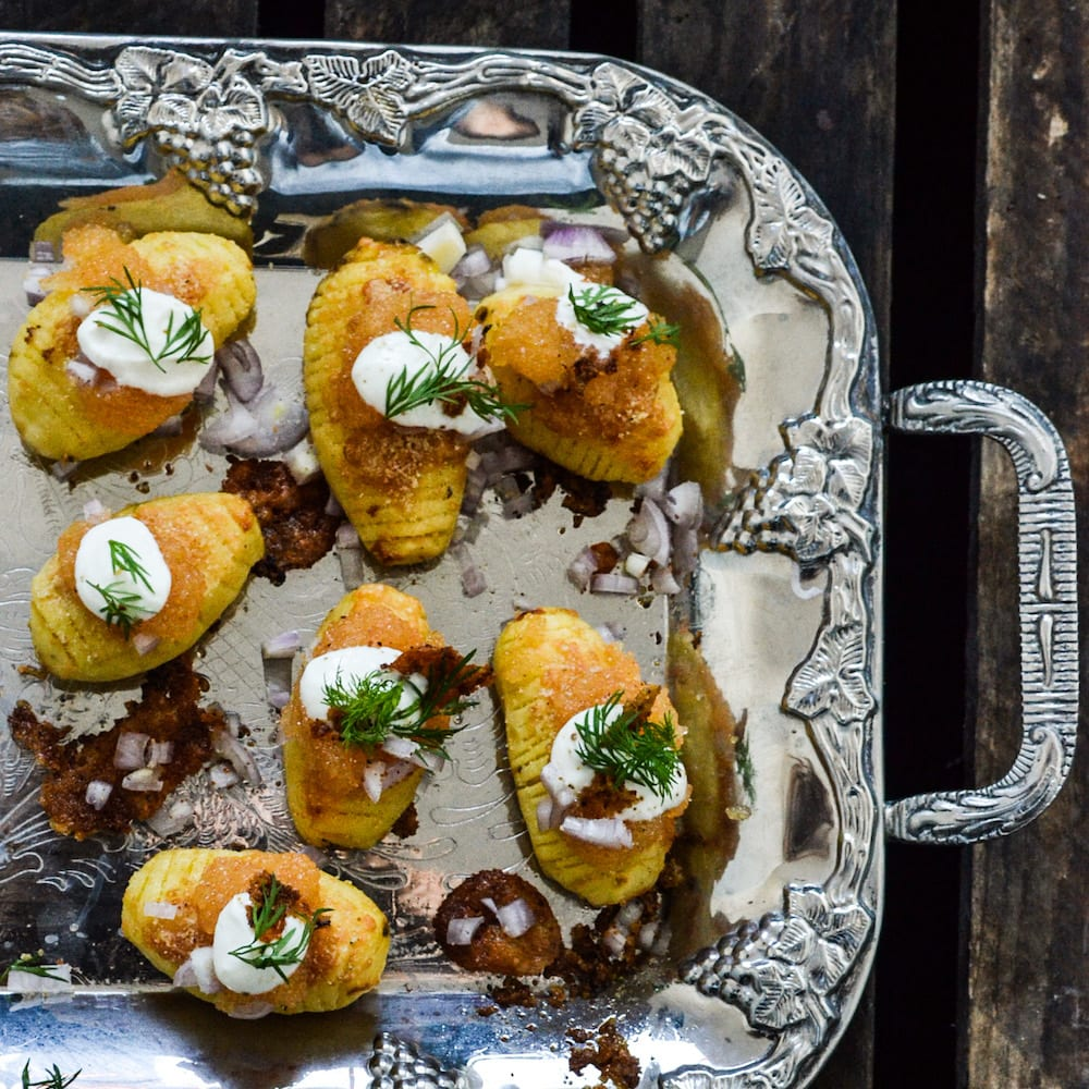 Hasselbackspotatis med löjrom och parmesan