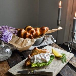 Croissanter med skagenröra